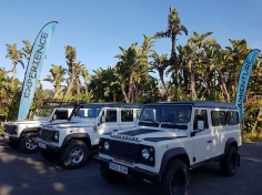 Jeep safari land rover defender